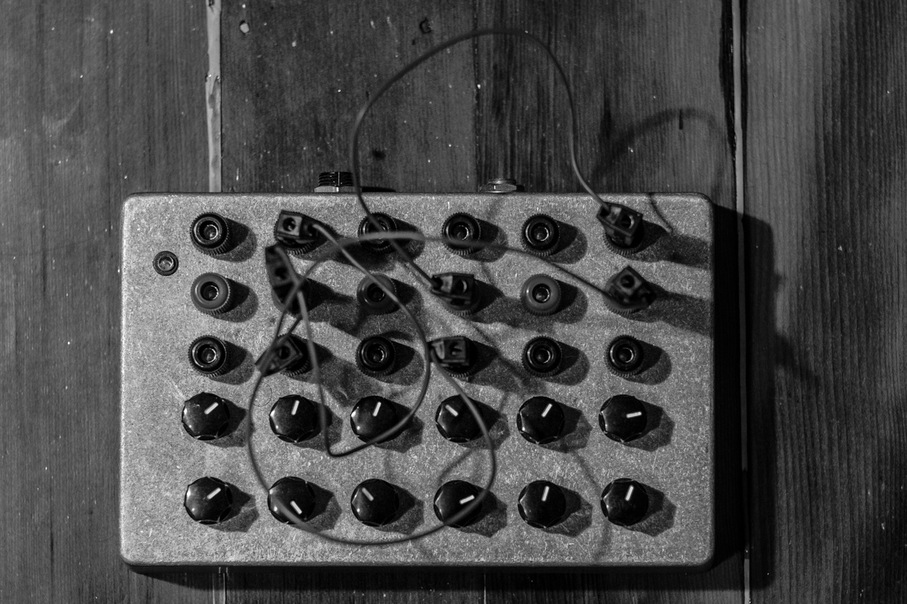 six oscillator drone synth